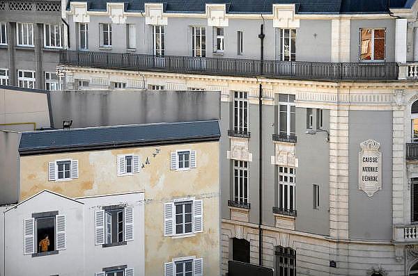Frankrijk, Clermont Ferrand, 20-9-2008Op een blinde muur in de stad heeft een kunstenaar,schilder, een nepgevel aangebracht.On a blind wall in the city has an artist, painter, a fake-facade made.Foto: Flip Franssen/Hollandse Hoogte