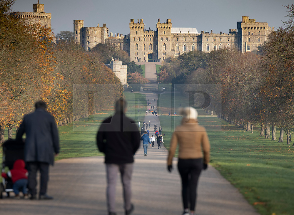 © Licensed to London News Pictures. 07/11/2020. Windsor, UK. People exercise on The Long Walk near Windsor Castle during a misty cold morning.  Photo credit: Peter Macdiarmid/LNP