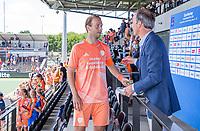 AMSTELVEEN - Oranje haalt het goud op. Billy Bakker (Ned) met Erik Cornelissen,     EK hockey, finale Nederland-Duitsland 2-2. mannen.  Nederland wint de shoot outs en is Europees Kampioen.  COPYRIGHT KOEN SUYK