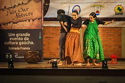 Gaúchos celebram a cultura tradicionalista com apresentação de teatro da ciranda cultural no Acampamento Farroupilha, no Parque da Harmonia, em Porto Alegre. Em comemoração aos 180 anos da proclamação da República Rio-grandense, na revolução conhecida como Guerra dos Farrapos, o acampamento é composto por cerca de 400 piquetes organizados por grupos tradicionalistas, empresas e agremiações, onde se cultivam os hábitos da tradição gaúcha. FOTO: Gustavo Roth / Agência Preview