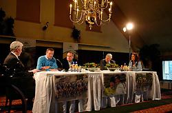 08-03-2006 WIELRENNEN: TEAMPRESENTATIE AA CYCLINGTEAM: ALPHEN AAN DE RIJN<br /> Leontien van Moorsel presenteert het AA cycling team met Ardie den Hoed, Tjerk Bogtstra, Huisman, Cees Pille en Leontien<br /> Copyrights: WWW.FOTOHOOGENDOORN.NL