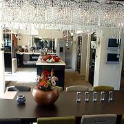 NLD/Eemnes/20060921 - Perspresentatie de Gouden Kooi, villa, keuken, eettafel