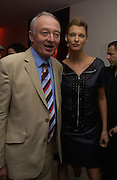Linda Evangelista presents GBP100,000 on behalf of the Fund and British Fashion Designers to the Ken Livingstone, Patron of The Loomba Trust that aims to provide education for orphaned children through natural disaster or HIV/AIDS. Party hosted by Linda Evangelista and Mac Cosmetics. The Hospital. London. 18 September 2005. ONE TIME USE ONLY - DO NOT ARCHIVE © Copyright Photograph by Dafydd Jones 66 Stockwell Park Rd. London SW9 0DA Tel 020 7733 0108 www.dafjones.com