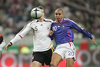 Fotball<br /> Frankrike v Tyskland 0-0<br /> 12.11.2005<br /> Foto: Witters/Digitalsport<br /> NORWAY ONLY<br /> <br /> Robert Huth, David Trezeguet Frankreich<br /> Laenderspiel Frankreich - Deutschland