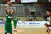 DESCRIZIONE : Scafati Lega A 2015-16 I Memorial Longobardi Sidigas Avellino Enel Brindisi finale<br /> GIOCATORE : Alexander Acker<br /> CATEGORIA : tiro libero<br /> SQUADRA : Sidigas Avellino<br /> EVENTO : Campionato Lega A 2015-2016<br /> GARA : Sidigas Avellino Enel Brindisi<br /> DATA : 13/09/2015<br /> SPORT : Pallacanestro <br /> AUTORE : Agenzia Ciamillo-Castoria/A. De Lise<br /> Galleria : Lega Basket A 2015-2016 <br /> Fotonotizia : Scafati Lega A 2015-16 I Memorial Longobardi Sidigas Avellino Enel Brindisi finale