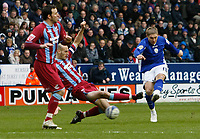 Photo: Steve Bond/Richard Lane Photography. Leicester City v Scunthorpe United. Coca Cola Championship. 13/02/2010. Martyn Waghorn (R) goes close