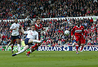 Fotball<br /> England 2004/2005<br /> Foto: SBI/Digitalsport<br /> NORWAY ONLY<br /> <br /> Middlesbrough v Tottenham Hotspurs, Barclays Premiership, Riverside Stadium, Middlesbrough 07/05/2005.<br /> <br /> Tottenham's Robbie Keane (L) fires his excellent volley straight at the goalkeeper.