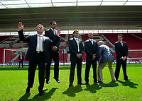 Photo. Richard Lane<br />Southampton FC FA Cup Preview Day at St. Mary's. 13/05/2003.<br />Gordon Strachen, Francis Benali, James Beattie, Chris Marsden, Ted Baker (Suit Designer) and Matt Oakley pose for the cameras