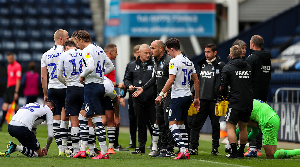 Preston North End manager Alex Neil gives instructions to his team during the drinks break<br /> <br /> Photographer Alex Dodd/CameraSport<br /> <br /> The EFL Sky Bet Championship - Leeds United v Barnsley - Thursday 16th July 2020 - Elland Road - Leeds<br /> <br /> World Copyright © 2020 CameraSport. All rights reserved. 43 Linden Ave. Countesthorpe. Leicester. England. LE8 5PG - Tel: +44 (0) 116 277 4147 - admin@camerasport.com - www.camerasport.com<br /> <br /> Photographer Alex Dodd/CameraSport<br /> <br /> The EFL Sky Bet Championship - Preston North End v Birmingham City - Saturday 18th July 2020 - Deepdale Stadium - Preston<br /> <br /> World Copyright © 2020 CameraSport. All rights reserved. 43 Linden Ave. Countesthorpe. Leicester. England. LE8 5PG - Tel: +44 (0) 116 277 4147 - admin@camerasport.com - www.camerasport.com