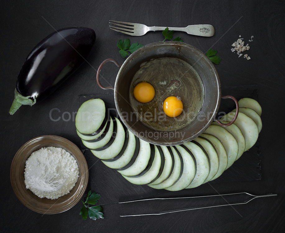 Raw ingredients necessary to prepare fried eggplant: eggs, flour, salt and eggplants.