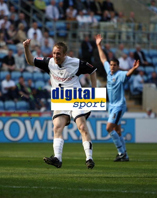Photo: Rich Eaton.<br /> <br /> Coventry City v Preston North End. Coca Cola Championship. 14/04/2007. Prestons Brett Ormerod watches his first goal go in
