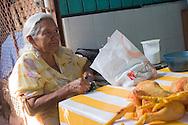 Oaxaca,Anziana signora al mercato cittadino.Oaxaca, Old woman at the town market.