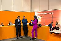 DEU, Deutschland, Germany, Berlin, 07.03.2019: Internationale Tourismus-Börse (ITB) auf dem Berliner Messegelände. Besucher unterhalten sich am ITB Business Point.