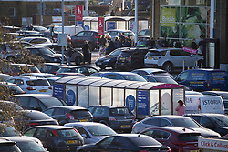 © Licensed to London News Pictures.20/12/2020, London, UK. Busy parking lot at Tesco Superstore in Chingford, north London, on the last Sunday before Christmas as people in the South East and London come to terms with tier four Coronavirus restrictions. Photo credit: Marcin Nowak/LNP