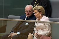 01 JUL 2004, BERLIN/GERMANY:<br /> Roman Herzog, Bundespraesident a.D., und seine Ehefrau Freifrau Alexandra von Berlichingen, waehrend der gemeinsamen Sitzung von Bundestag und Bundesrat anl. der Vereidigung des Bundespraesidenten, Plenum, Deutscher Bundestag<br /> IMAGE: 20040701-01-001