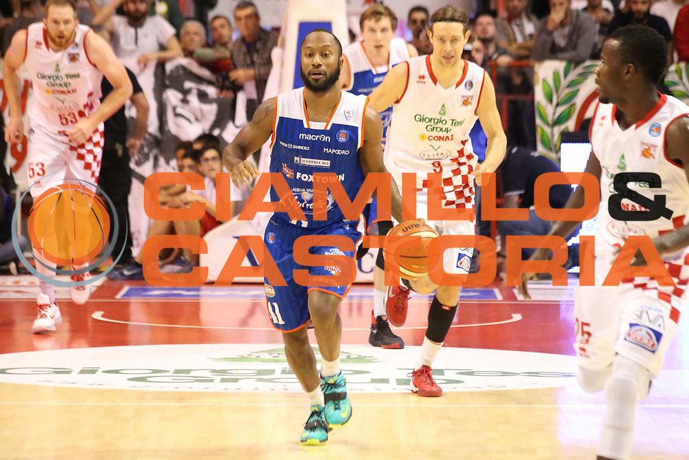 DESCRIZIONE : Campionato 2015/16 Giorgio Tesi Group Pistoia - Acqua Vitasnella Cantù<br /> GIOCATORE : Hasbrouck Kenny <br /> CATEGORIA : Palleggio Controcampo Contropiede<br /> SQUADRA : Acqua Vitasnella Cantù<br /> EVENTO : LegaBasket Serie A Beko 2015/2016<br /> GARA : Giorgio Tesi Group Pistoia - Acqua Vitasnella Cantù<br /> DATA : 08/11/2015<br /> SPORT : Pallacanestro <br /> AUTORE : Agenzia Ciamillo-Castoria/S.D'Errico<br /> Galleria : LegaBasket Serie A Beko 2015/2016<br /> Fotonotizia : Campionato 2015/16 Giorgio Tesi Group Pistoia - Sidigas Avellino<br /> Predefinita :