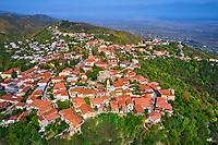 Georgie, Caucase, région de Kakhétie, le village fortifié de Sighnaghi, la chaîne du Grand Caucase en fond, vue aerienne // Georgia, Caucasus, Kakhétie region, Sighnaghi village, aerial view