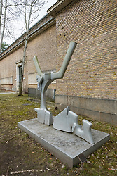 Sculpture Zweiteiliges Raummotiv by Bernhard Heiliger at Kunsthaus Dahlem in Berlin, Germany.