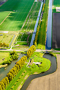 Nederland, Noord-Holland, Gemeente Hoofddorp, 28-04-2017; Geniedijk, hoofdverdedigingslijn van de Stelling van Amsterdam. Diende om  zuidelijke deel van de Haarlemmermeer onder water te zetten (inunderen). De liniedijk wordt doorsneden door de Rijnlanderweg.<br /> Defense line dike, part of Amsterdam defense line (stelling van Amsterdam),<br /> Geniedijk, main defense line of the theorem of Amsterdam. Made it possible to submerge part of polder Haarlemmermeer.<br /> luchtfoto (toeslag op standard tarieven);<br /> aerial photo (additional fee required);<br /> copyright foto/photo Siebe Swart