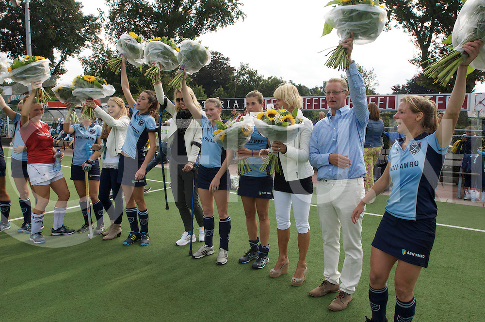 LAREN - Laren v Hurley dames<br /> foto: Huldiging kampioenen.<br /> FFU PRESS AGENCY COPYRIGHT FRANK UIJLENBROEK