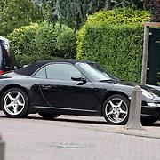 NLD/Laren/20070914 - Porsche, auto van Linda de Mol voor de nieuwe tijdelijke woning van ex man Sander Vahle