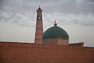 minaret of Islam HOXHA complex; Palawan MAHMUD complex mausoleum and view on the city  KHIVA  Ouzbekistan  .///.minaret de la mosquee HODJA et Palawan MAHMOUD complex mausolee . vue generale sur  la vieille ville  KHIVA  Ouzbekistan .///.OUZB56293
