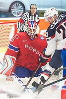 Ishockey<br /> VM 2015<br /> 02.05.2015<br /> Norge v USA 1:2<br /> Foto: imago/Digitalsport<br /> NORWAY ONLY<br /> <br /> BILDET INNGÅR IKKE I FASTAVTALENE PÅ NETT<br /> <br /> Goalie Lars Haugen (NOR) makes a save in front of Matt Hendricks (USA).