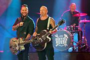 """Auftritt von Gölä (re.) und Trauffer bei der SRF-Pop-Schlager-Show """"Hello Again"""". Aufzeichnung vom 01. Oktober 2020 in den Fernsehstudios Zürich."""