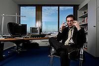 10 JAN 2005, BERLIN/GERMANY:<br /> Roger Koeppel, Chefredakteur der Tageszeitung Die Welt, waehrend einem Interview, in seinem Buero, Axel-Springer-Haus<br /> IMAGE: 20050110-02-035<br /> KEYWORDS: Roger Köppel