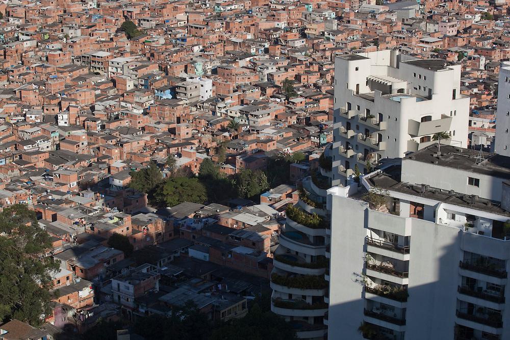 Sao Paulo_SP, Brasil...Favela de Paraisopolis, no entorno do Bairro do Morumbi em Sao Paulo...Paraisopolis community next Morumbi neighborhood in Sao Paulo...Foto: JOAO MARCOS ROSA / NITRO