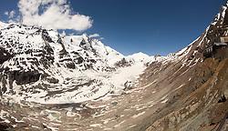 THEMENBILD - die Grossglockner Hochalpenstrasse. Die hochalpine Gebirgsstrasse verbindet die beiden oesterreichischen Bundeslaender Salzburg und Kaernten mit einer Laenge von 48 Kilometer. Sie ist als Erlebnisstrasse vorrangig von touristischer Bedeutung und das Befahren ist fuer Kraftfahrzeuge mautpflichtig, im Bild Blick von der Kaiser-Franz-Josefs-Höhe auf dem Großglockner (3.798 m) und den längsten Gletscher der Ostalpen, die Pasterze, aufgenommen am 24.05.2014 // ILLUSTRATION - the Grossglockner High Alpine Road. The high alpine mountain road connects the two Austrian federal states of Salzburg and Carinthia with a length of 48 kilometers. It is as a matter of priority road experience of tourist importance and for driving motor vehicles is a toll road. Picture taken on 2014/05/24. EXPA Pictures © 2014, PhotoCredit: EXPA/ JFK