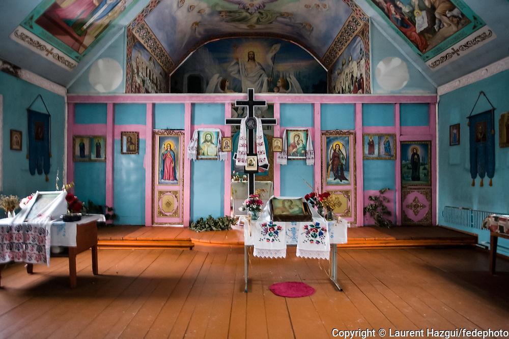 Eglise ‡ PoliskÈ dans la zone interdite, ville de 11.000 habitants o˘ il n'en reste plus que 20. Hors quelques maisons, l'Èglise et le cimetiËre sont les deux seules  structures du hameau.
