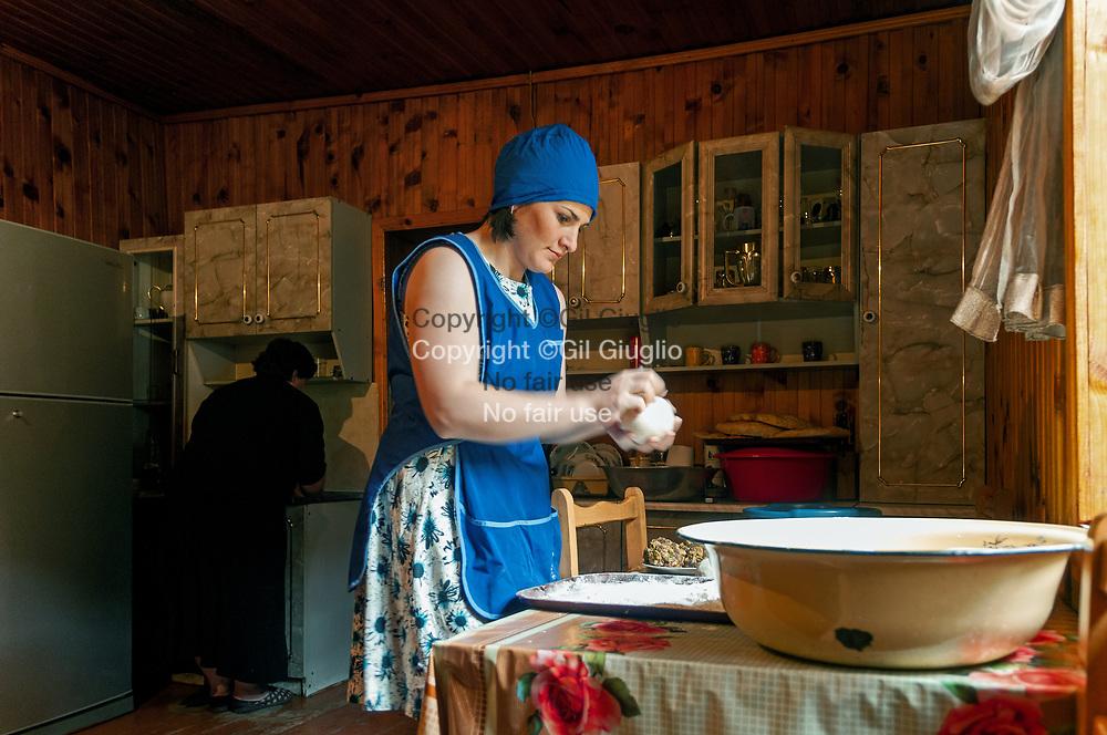 Georgie, région  Haute-Svanetie, village de Cholachi, madame Loukhoutachvili hôtes dd'un gîte // Georgia, Hight Svanezia region,  Cholachi village, miss Loukhoutachvili, hoste of guest house