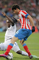 27.04.2013, Estadio Vicente Calderon, Madrid, ESP, Primera Division, Atletico Madrid vs Real Madrid, 33. Runde, im Bild Atletico de Madrid's Diego Costa against Real Madrid's Michael Essien // during the Spanish Primera Division 33th round match between Club Atletico de Madrid and Real Madrid CF at the Estadio Vicente Calderon, Madrid, Spain on 2013/04/27. EXPA Pictures © 2013, PhotoCredit: EXPA/ Alterphotos/ Alvaro Hernandez..***** ATTENTION - OUT OF ESP and SUI *****