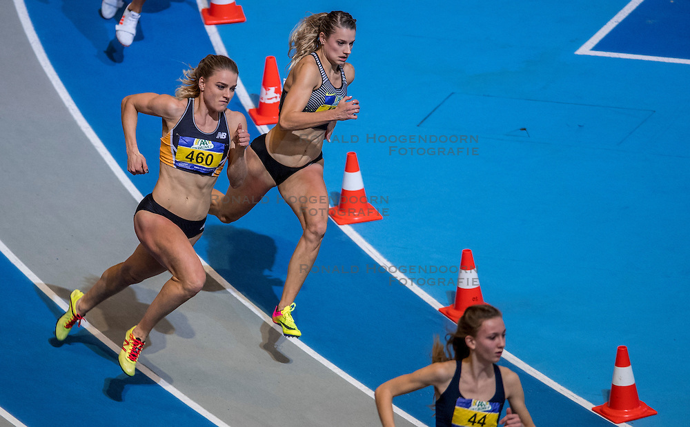 12-02-2017 NED: AA Drink NK Indoor, Apeldoorn<br /> Lisanne de Witte 460, Laura De Witte 461 - 400m