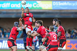 Toulon Flanker (#7) Steffon Armitage offloads the lineout ball during the first half of the match - Photo mandatory by-line: Rogan Thomson/JMP - Tel: Mobile: 07966 386802 21/10/2012 - SPORT - RUGBY - Cardiff Arms Park - Cardiff. Cardiff Blues v Toulon (RC Toulonnais) - Heineken Cup Round 2