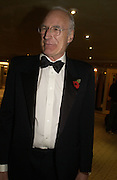 Jon Snow. Chain of Hope 10 th Ball. Dorchester. London. 1 November  2005. ONE TIME USE ONLY - DO NOT ARCHIVE © Copyright Photograph by Dafydd Jones 66 Stockwell Park Rd. London SW9 0DA Tel 020 7733 0108 www.dafjones.com