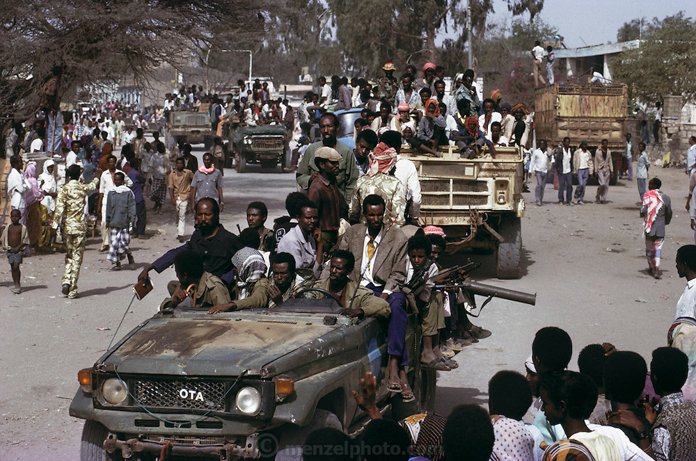 A military parade of Somali National Movement units in a display of unity in Hargeisa, Somaliland. Forces usually stay outside town in barracks. Somaliland is the breakaway republic in northern Somalia that declared independence in 1991 after 50,000 died in civil war. March 1992.