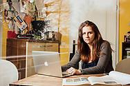 21.03.2017, Haldensleben, Sachsen-Anhalt.<br /> Abiturientin Rebekka Grotjohann (18Jahre).<br /> Rebekka in der Küche des Elternhauses, auch ein Ort wo man gut lernen kann. Wenn Rebekka mit dem Abitur durch ist will sie Soziologie in Magdeburg studieren - ihr Ziel ist es in die Politik zu gehen. Politisch engagiert ist sie schon jetzt als Schülervertreterin, vor kurzem ist sie der Partei Die Linke beigetreten.<br /> <br /> ©2017 Harald Krieg/Agentur Focus