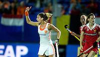 BOOM -  Eva de Goede heeft de stand op 1-1 gebracht tijdens de halve finale van het EK hockey tussen de vrouwen van Nederland en Engeland. ANP KOEN SUYK