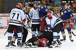 17.01.2020, ISS Dome, Duesseldorf, GER, DEL, Duesseldorfer EG vs Nürnberg Ice Tigers, 38. Runde, im Bild Daniel Fischbuch (71, Thomas Sabo Ice Tigers ) Victor Svensson (39, Düsseldorfer EG, DEG ) Bernhard Ebner (67, Düsseldorfer EG, DEG ) Chris Brown (11, Thomas Sabo Ice Tigers ) anschliessend Strafe fuer Chris Brown (11, Thomas Sabo Ice Tigers ) // during the DEL 38th round match between Duesseldorfer EG and Nürnberg Ice Tigers at the ISS Dome in Duesseldorf, Germany on 2020/01/17. EXPA Pictures © 2020, PhotoCredit: EXPA/ Eibner-Pressefoto/ Birgit Haefner<br /> <br /> *****ATTENTION - OUT of GER*****