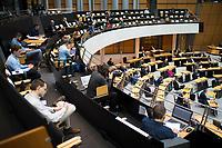 DEU, Deutschland, Germany, Berlin, 26.03.2020: Plenarsitzung im Abgeordnetenhaus von Berlin. Um Ansteckungen mit dem Coronavirus zu vermeiden, sitzen Journalisten und Politiker mit Abstand zueinander. Thema waren die Berliner Maßnahmen gegen die Ausbreitung der Pandemie Coronavirus (Covid-19).