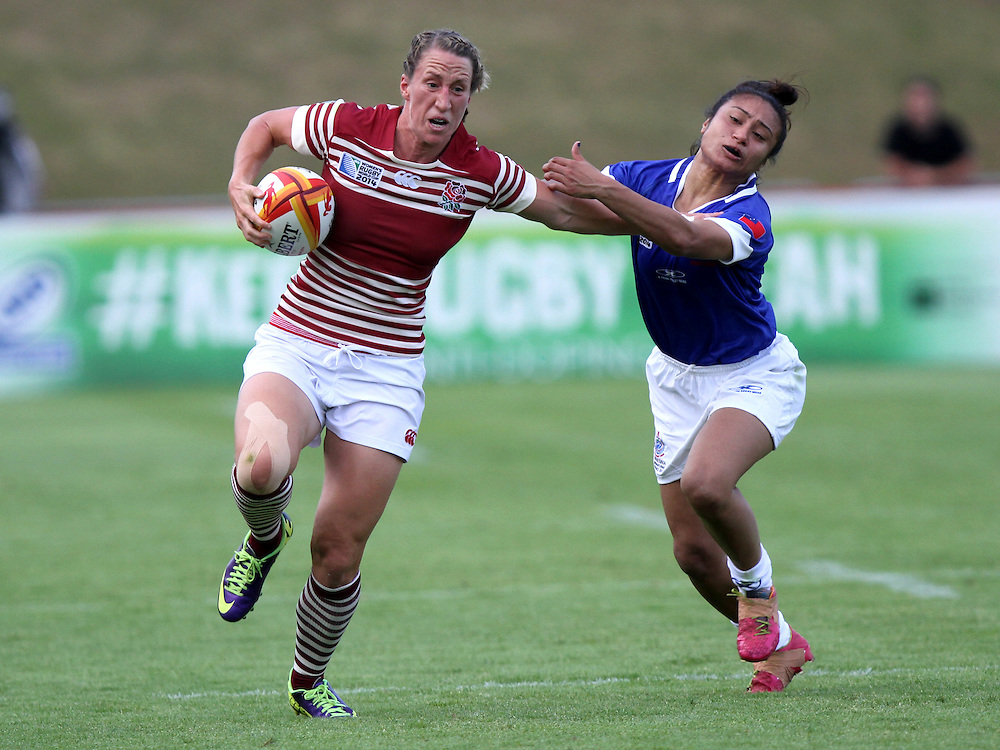 Kat Merchant makes a break. England v Samoa Pool A group game, WRWC 2014 at Centre National de Rugby, Marcoussis, France, on 1st August 2014