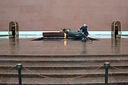 Moskou is de hoofdstad en met afstand de grootste stad van Rusland, voorheen van de Sovjet-Unie./// Moscow is the capital and by far the largest city of Russia, formerly the Soviet Union.<br /> <br /> Op de foto / On the photo:  Graf van de onbekende soldaat / Tomb of the Unknown Soldier