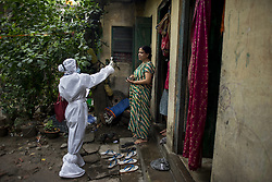 A KMC (Kolkata Mucicipal corporation) health worker checks for fever among residents of a slum area in Kolkata midst the 2nd phase of lockdown in India due to covid 19 pandemic. This is to curb the spread of Covid 19 in the country. The second phase is handled with more strict rules by the administration. Kolkata, West Bengal, India April 23, 2020 Photo by Arindam Mukherjee/ABACAPRESS.COM