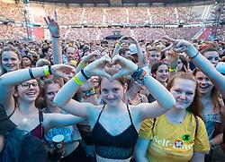 28.06.2019, Wörthersee Stadion, Klagenfurt, AUT, Ed Sheeran Konzert, anlässlich eines Konzert am Freitag, 28. Juni 2019, im Wörthersee Stadion in Klagenfurt, im Bild Fans // supporter during a concert of Ed Sheeran at the Wörthersee Stadion in Klagenfurt, Austria on 2019/06/28. EXPA Pictures © 2019, PhotoCredit: EXPA/ Johann Groder