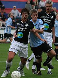 Marc Kraft (Elite 3000) har fat i anfører John Sandberg (Randers FC).
