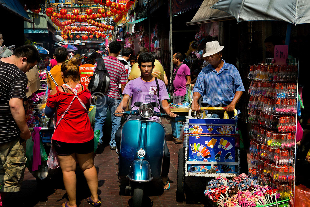 One of the popular markets in Bangkok, Sampeng is an endless sprawl of stalls selling random toys and trinkets, latest inventions,jewelry, fabric. The market is jam packed with shoppers and street food carts and trolleys. Thailand.