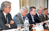 SOESTDUINEN - Algemene Ledenvergadering van de NGF (Nederlandse Golf Federatie) met bestuurswisseling. vlnr Arjan van de Steenhoven., Henk van der Kwast , Jeroen Stevens, COPYRIGHT KOEN SUYK