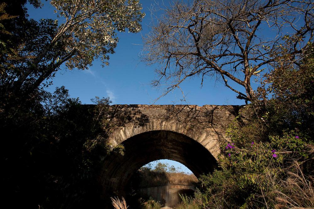 Ouro Preto_MG, 04 de Julho de 2007...Projeto Beira de Estrada..Rota Zona da Mata e Regiao Central..Na foto, Ponte da Caveira proxima a entrada de Lavras Novas distrito de Ouro Preto...Foto: LEO DRUMOND / NITRO